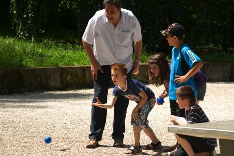 Игра петанк — прекрасный досуг для всей семьи и ваших друзей.
